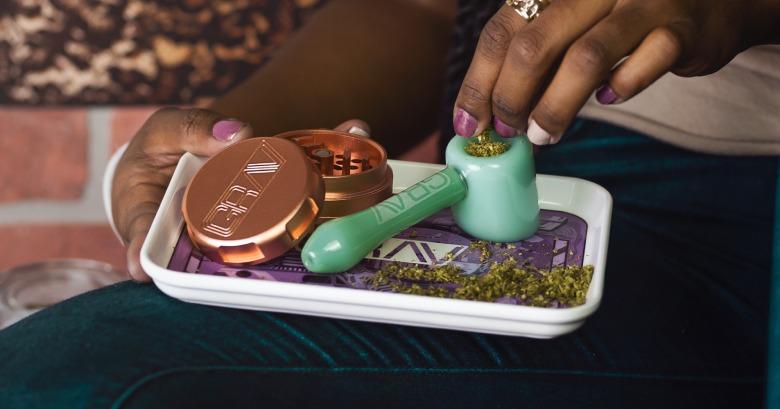 molinillo de cannabis legal