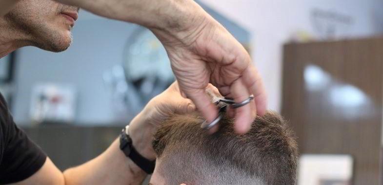 ¿Cómo funciona el procedimiento de prueba del cabello y qué detecta?