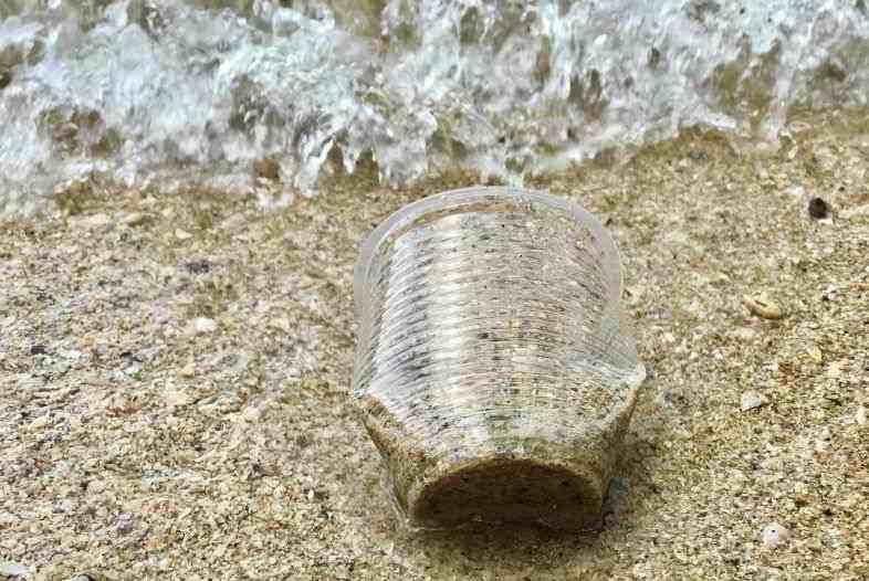 Plástico de cáñamo contra la contaminación ambiental.