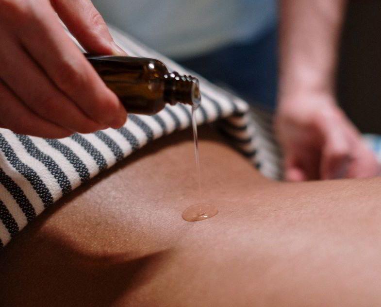 Aceite de cáñamo y propiedades cosméticas para el cuerpo.